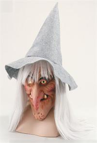 Седая ведьма в шляпе