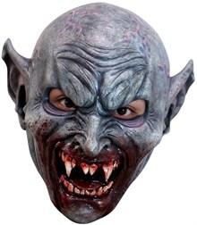 Свирепый зомби-вампир